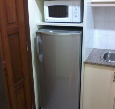 Room rental in jomtien with microwave and fridge