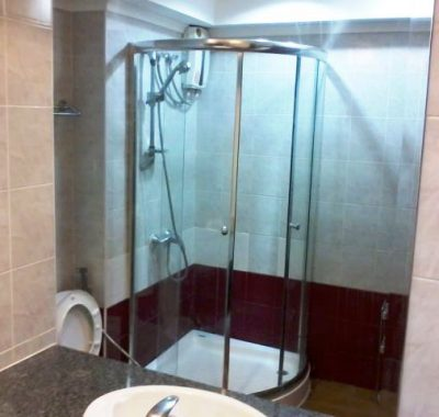 Jomtien condo rental with modern bathroom and shower
