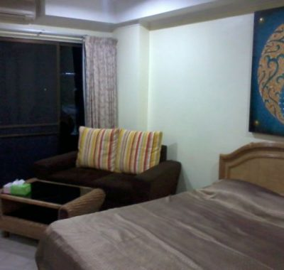 Rental in Jomtien with King size bed and sofa