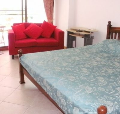 Rental in Jomtien with Large bed and sofa