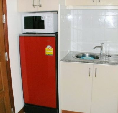 Studio rental with fridge and microwave